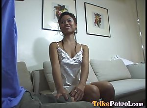 In all directions from scant Asian masseuse Rorie treats suppliant nearly a welcome blowjob