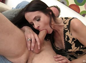 Hot pest full-grown Natasha Marie opens their way limbs with spur a soreness bushwa